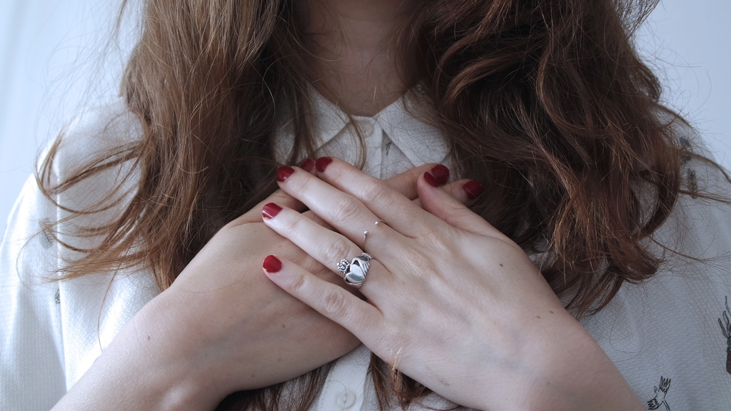 貝爪さんも美爪に見えるカットスタイルとフレンチスタイル